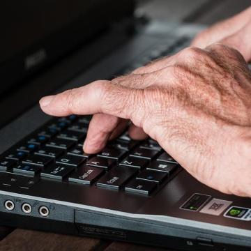 Ugrásszerűen megnőtt a hatvan éven felüli internetezők száma