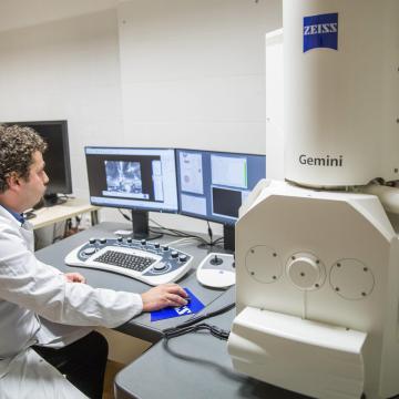 Az orvosképzést segítő skill-laborhálózatot hoznak létre Debrecenben, Szegeden és Pécsett