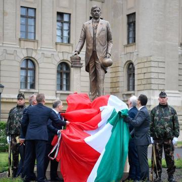 Felavatták Klebelsberg Kunó szobrát Debrecenben