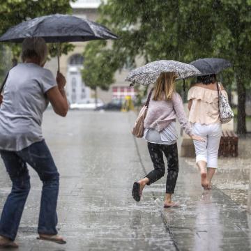 Heves esőzésekre figyelmeztetnek térségünkben