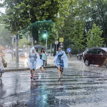 Napsütéses, de többször esős idő várható a hosszú hétvégén