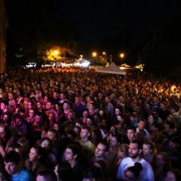 Négy napig utcaszínház és kortárs művészeti fesztivál Esztergomban