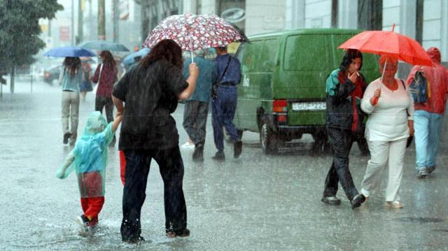 Többfelé heves esőzésekre figyelmeztetnek