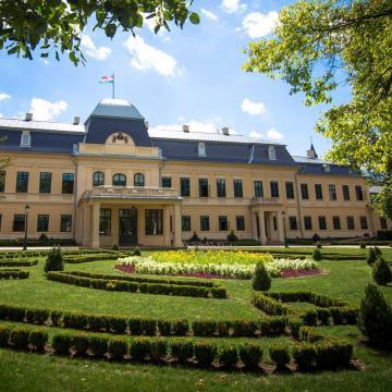 Történeti kertek, kastélyparkok napja a gyulai Almásy-kastélyban