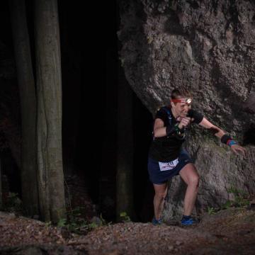 Vasárnap 0 órakor rajtol a 112 kilométeres pilisi hegyi ultramaraton