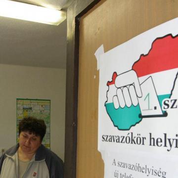 Felmérés: a magyarok leginkább a bevándorlást tartják fontosnak az EP-kampányban