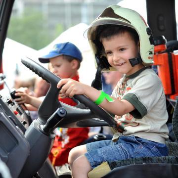 Gyereknap - Országszerte megnyílnak a tűzoltólaktanyák