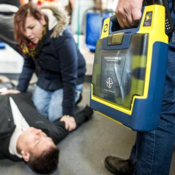 Országos defibrillátor-adatbázist készít a mentőszolgálat