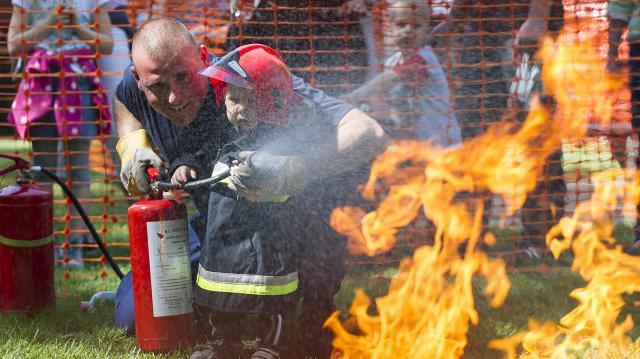 Országszerte megnyílnak a tűzoltóságok Gyereknapon