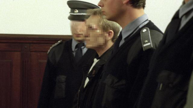 Szegedi Törvényszék: Börtönben marad a Skála pénzszállítójának kirablója