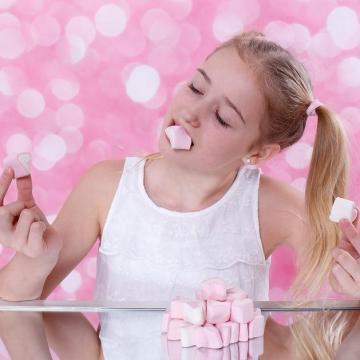 Több mint nyolcezer édességcsomagot oszt ki az élelmiszerbank gyermeknap alkalmából
