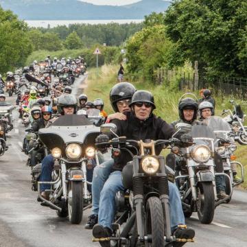 Több ezer motoros indult Alsóörsre