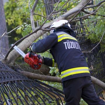 Károkat és sok gondot okozott a vihar megyénkben