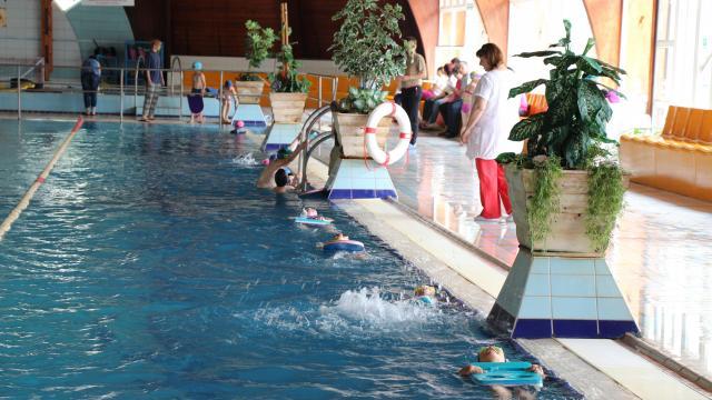 Komáromban is úszás napja – Fürdőbelépőt lehet nyerni!