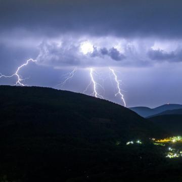 Másodfokú riasztások a felhőszakadás veszélye miatt