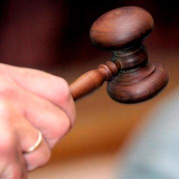 Nem jogerősen 7 év börtönre ítélték a csecsemője megölésével vádolt fertőendrédi nőt