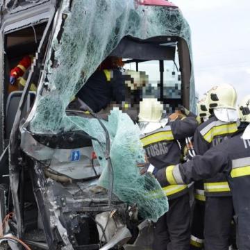 Többen megsérült a buszsofőr miatt - Vádat emelnek ellene