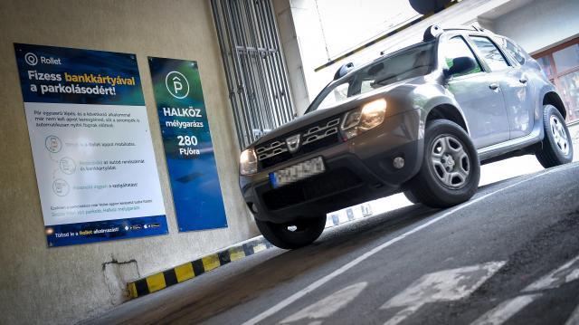 Új elektronikus parkolási fizetési rendszert vezettek be Debrecenben
