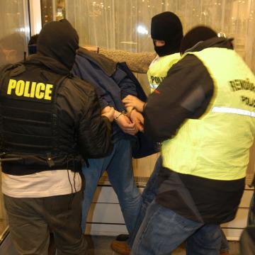 Gyermekprostitúció miatt került előzetes letartóztatásba két férfi Miskolcon