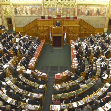 Jövő szerdán szavazhat a Ház az alaptörvény módosításáról és a Stop Soros csomagról