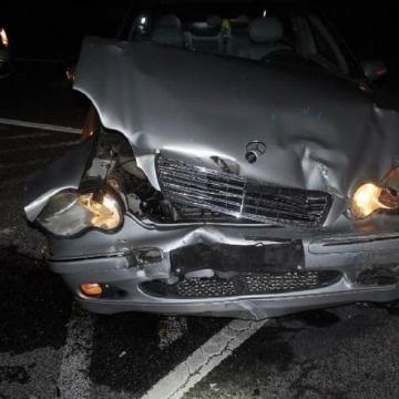 Ketten is megsérültek egy balesetben az 1-esen
