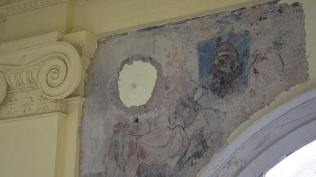Megtalálták az eredeti falfestményeket a Kereskedelmi Akadémia épületében