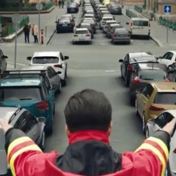 Utat kell adni a mentőautónak – kreatív videókban figyelmeztet a mentőszolgálat