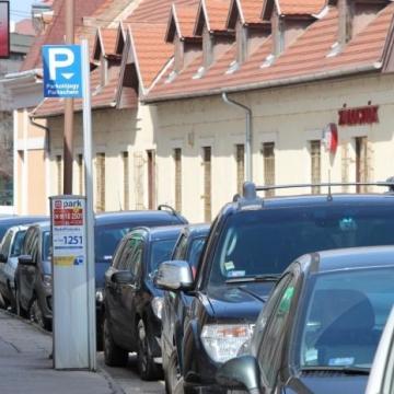 Hétfőtől ismét fizetős lesz a parkolás
