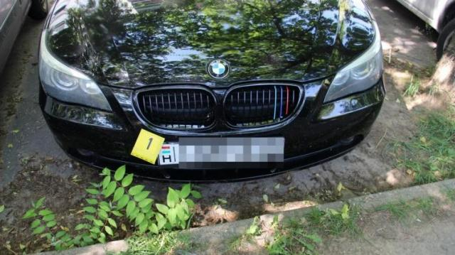 Más kocsik rendszámát szerelték autójukra