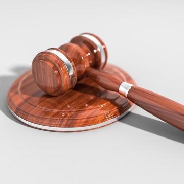 Összesen 3500 szalmabálát gyújtott fel – Vádat emeltek a férfi ellen