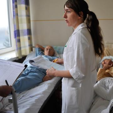 Folytatódnak a bérfejlesztések az egészségügyben
