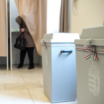 Hat településen tartanak időközi választást