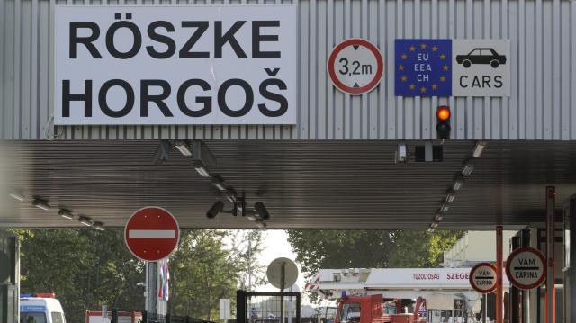 Tartós marad a hétvégi csúcsforgalom a Csongrád megyei határátkelőknél