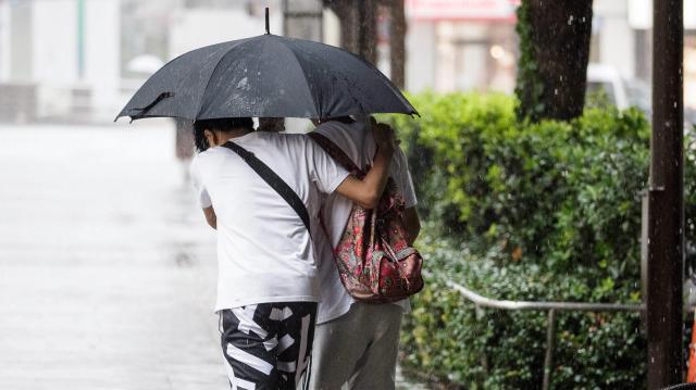 Többfelé intenzív esőzésre figyelmeztetnek