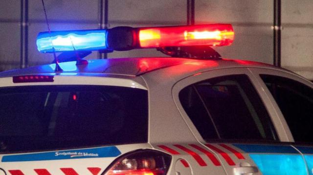 Utánfutóról lerepült tárgy miatt sérült meg egy autós