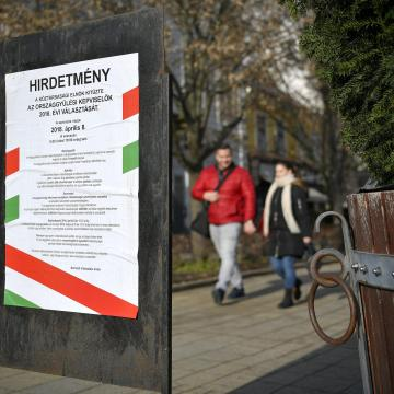 Választási plakátok eltávolítása Debrecenben