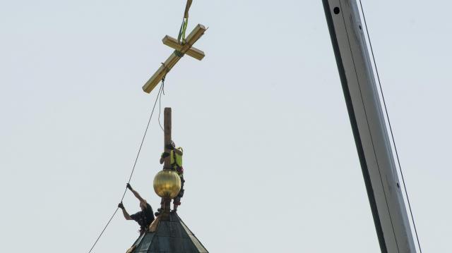 Látványos részéhez ér a Szent Bertalan-templom toronysisakjainak helyreállítása Gyöngyösön