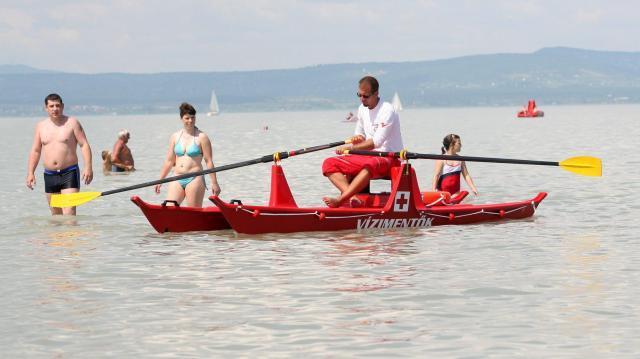 Évente három-négyezer embert mentenek ki a magyarországi vizekből
