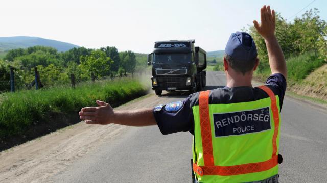 Teherautókat és buszokat ellenőriz a rendőrség a jövő héten