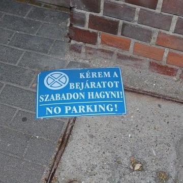 Tört-zúzott Esztergom belvárosában