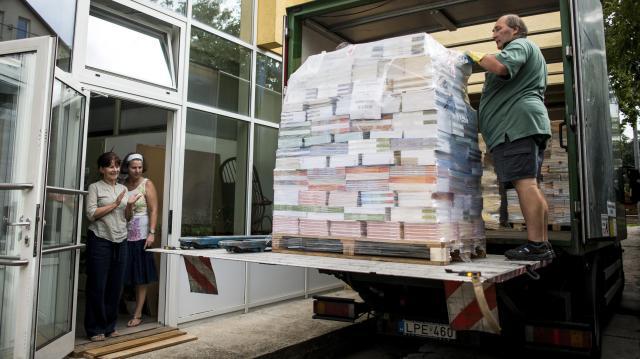 A tankönyvek több mint 60 százalékát már kiszállították