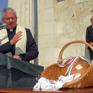 Augusztus 20. - Szent István napját köszöntik Ópusztaszeren