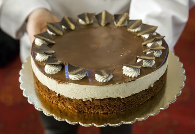 Díszoklevelet kapott a Komáromi kisleány tortát megalkotó cukrász