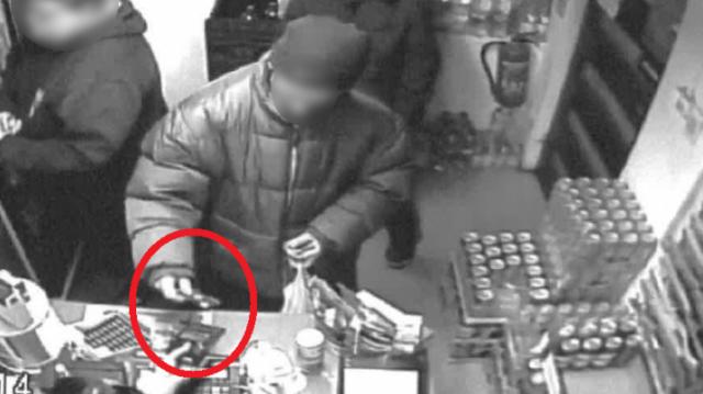 Talált bankkártyával fizetett, csalás lett az ügyből