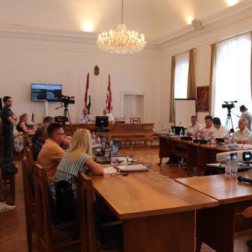 Újra rendkívüli ülésre ülnek össze a képviselők