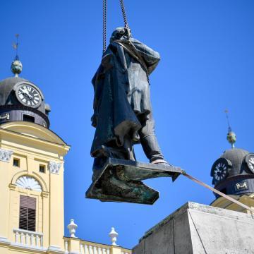 Visszaérkeznek Debrecenbe a Kossuth-szoborcsoport tagjai