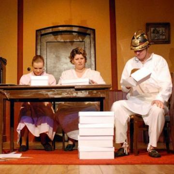 Mintegy harminc produkcióval várja a közönséget az évadban Pécsi Harmadik Színház