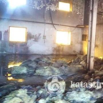 Raktár, kazánház és csarnok gyulladt ki – Három tűzhöz is vonultak tűzoltóink