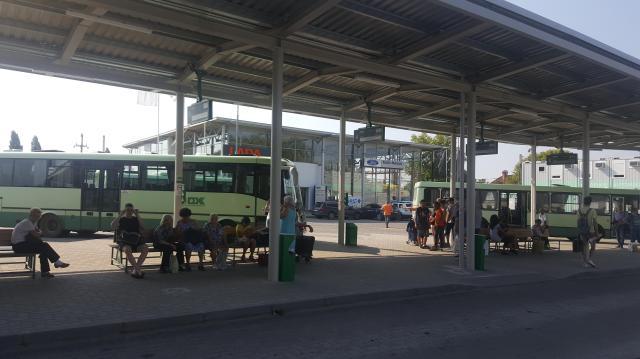 Tilos gépkocsival behajtani az ideiglenes autóbusz-állomásra