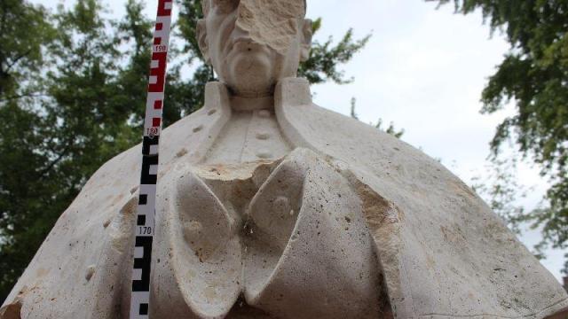 Letartóztatták a Mindszenty szobrát baltával megrongáló férfit